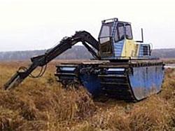 Denna flytgrävmaskin används till exempel för att skapa mosaik av vegetation och sediment som rensas.